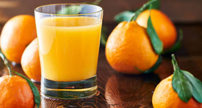 فوائد عصير البرتقال على الريق للبشرة