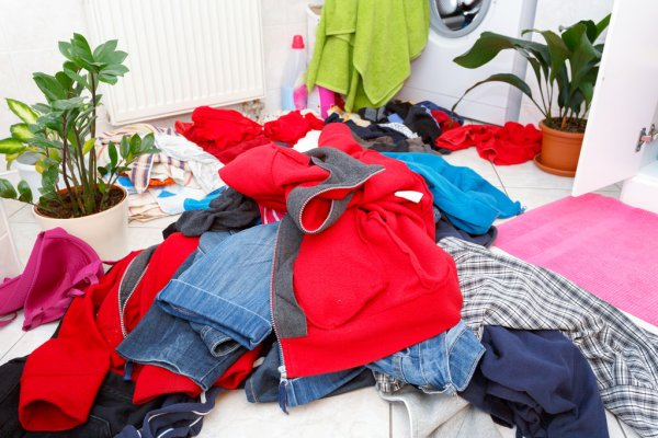 تفسير حلم الملابس المتسخة للعزباء