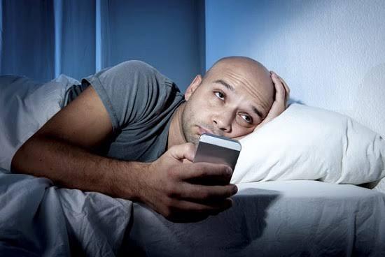 أضرار السهر ليلاً والنوم نهاراً