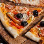 طريقة بيتزا بخبز التورتيلا والفاصوليا الخضراء على الطريقة المكسيكية