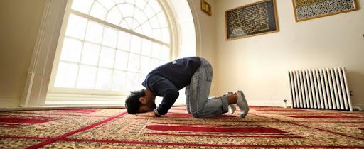 تفسير رؤية الانسان نفسه يصلي في المنام