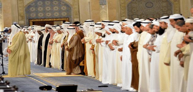 تفسير رؤية امام الصلاة في المنام